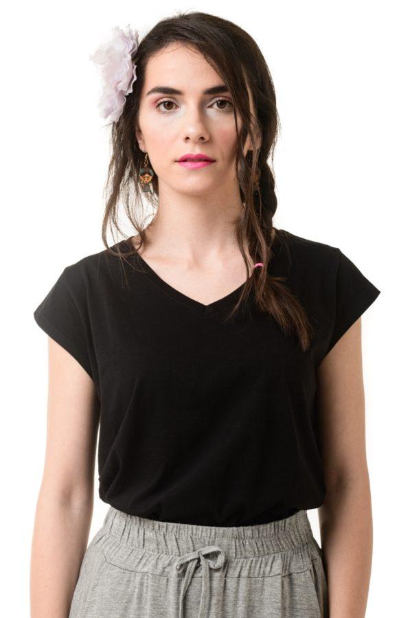 Μαύρο T-Shirt με V Λαιμόκοψη