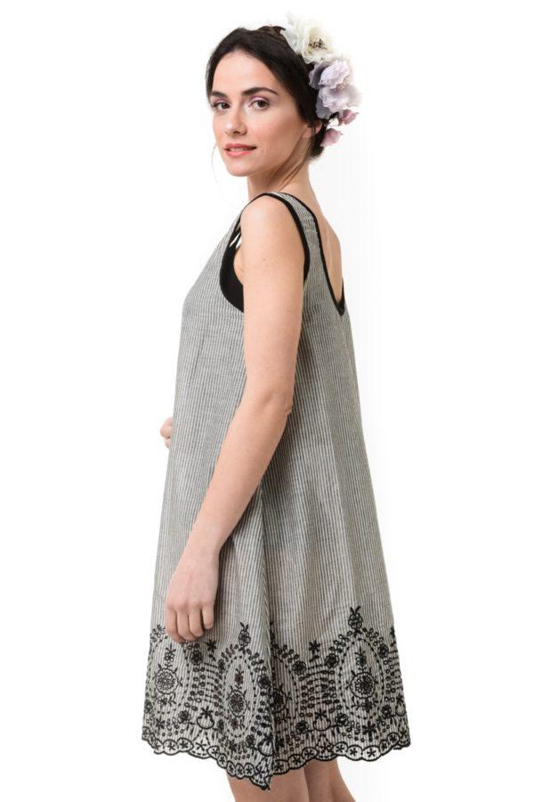 Φόρεμα Κοντό Ριγέ Ασπρόμαυρο με Κέντημα